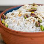 אורז בסמטי עם שבבי שקדים ופיסטוקים | קייטרינג פלפלונים