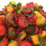 סלט עגבניות שרי מלכותי | קייטרינג פלפלונים